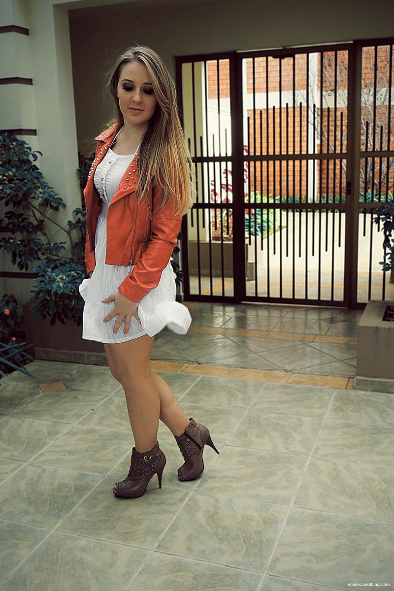 look_vestido_branco_jaqueta_vermelha